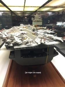 USS Enterprise, primer portaaviones nuclear del mundo, con 342 m de eslora, 78.4 m de manga y 12 m de calado